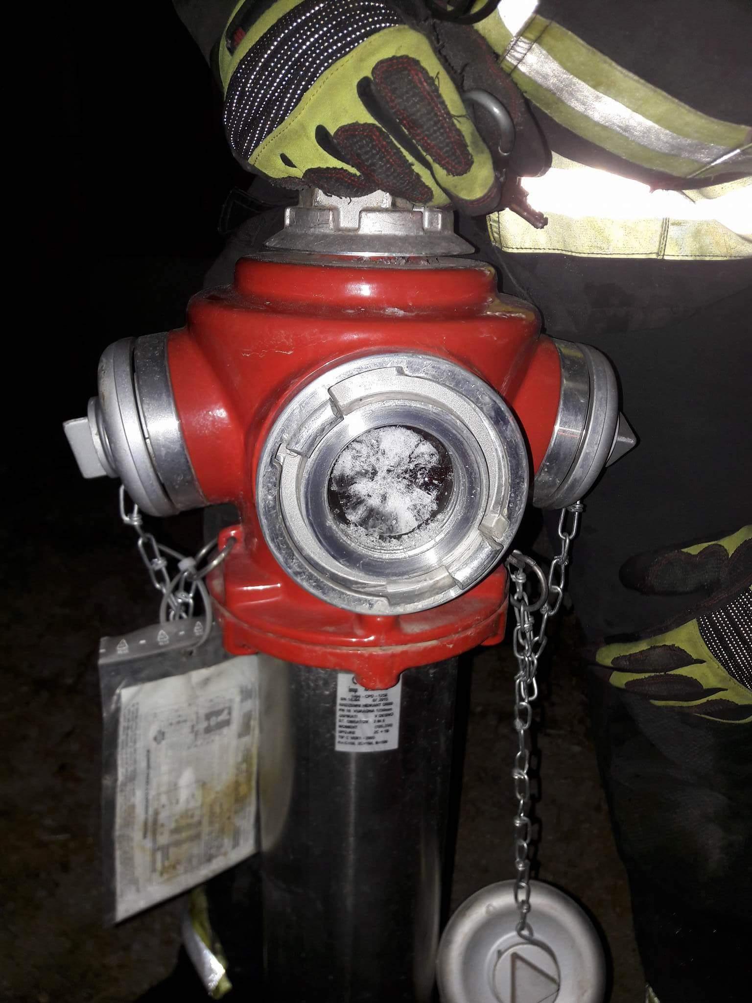 Zmrzal hidrantov!